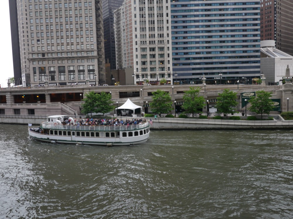 Chicago Architectural Boat Tour | www.rtwgirl.com