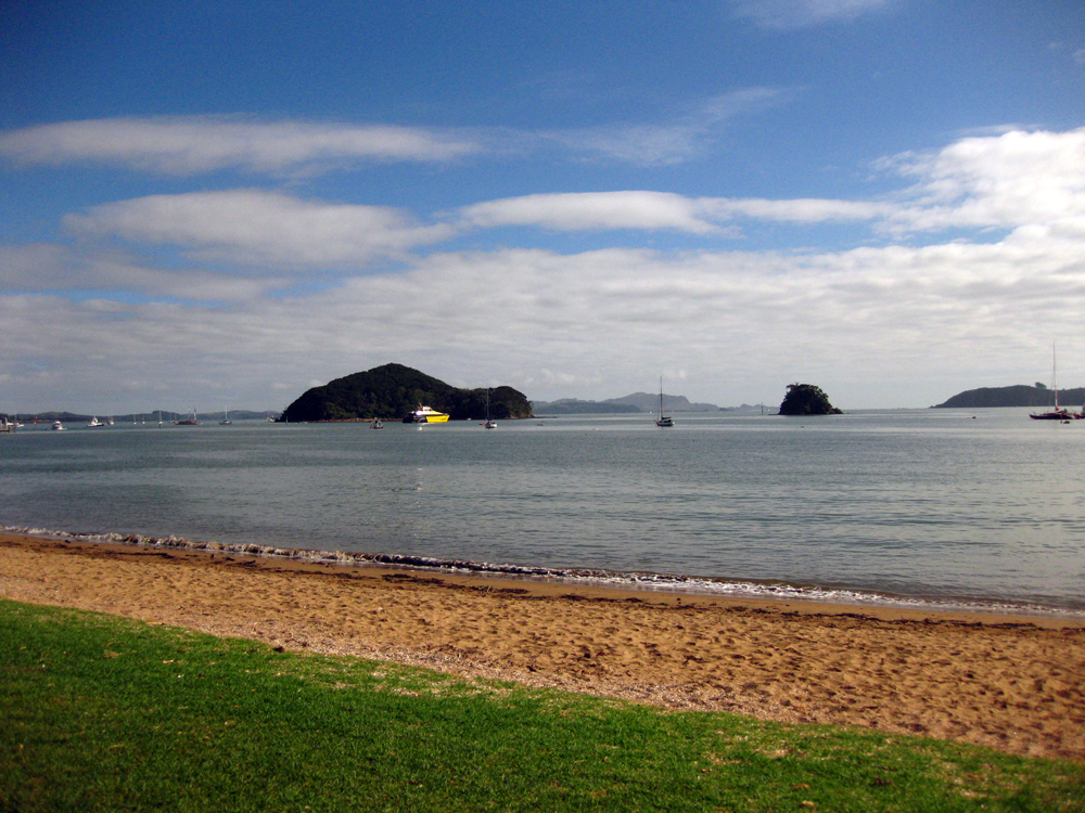 Beach in Paihia -Bay Of Islands New Zealand