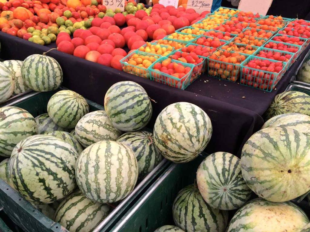 Larchmont Farmers Market - Los Angeles Farmers Markets | www.rtwgirl.com