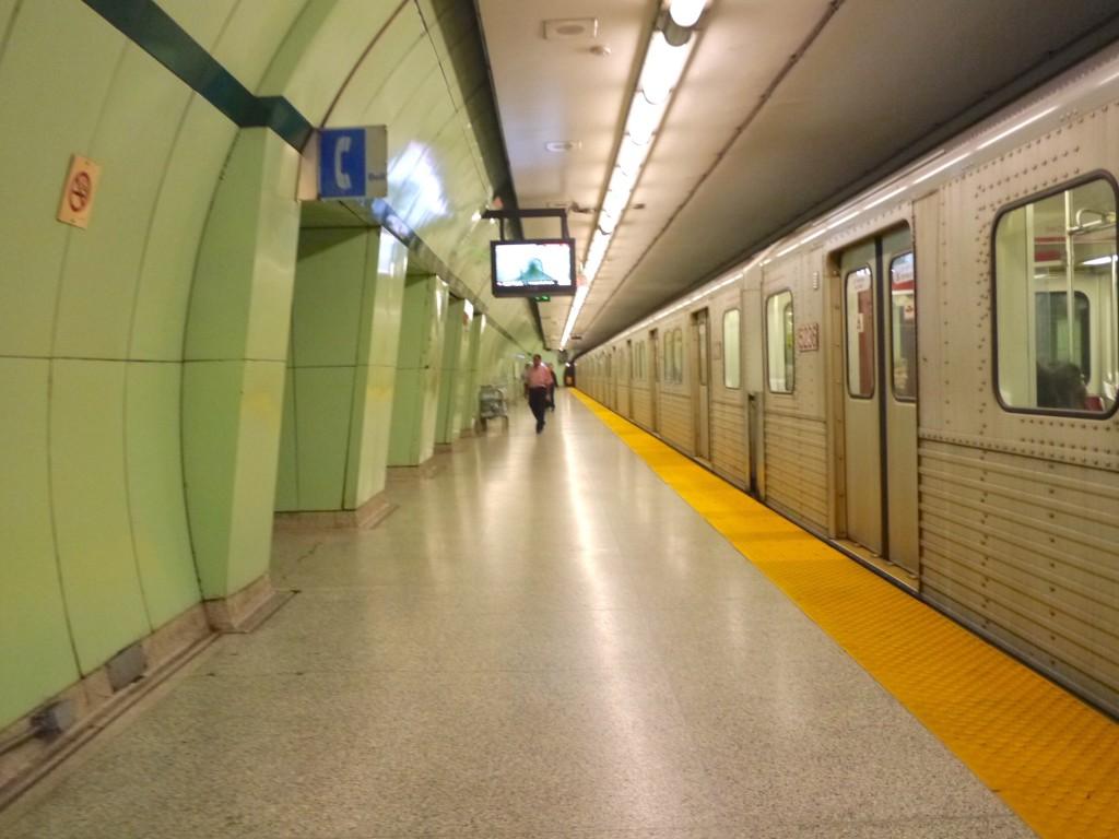 Toronto Subway TTC | www.rtwgirl.com