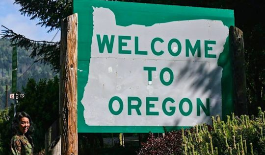 Welcome to Oregon sign | Oregon Coast Road Trip