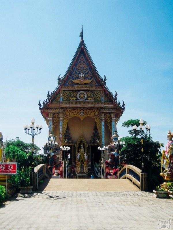 Visiting Wat Plai Laem