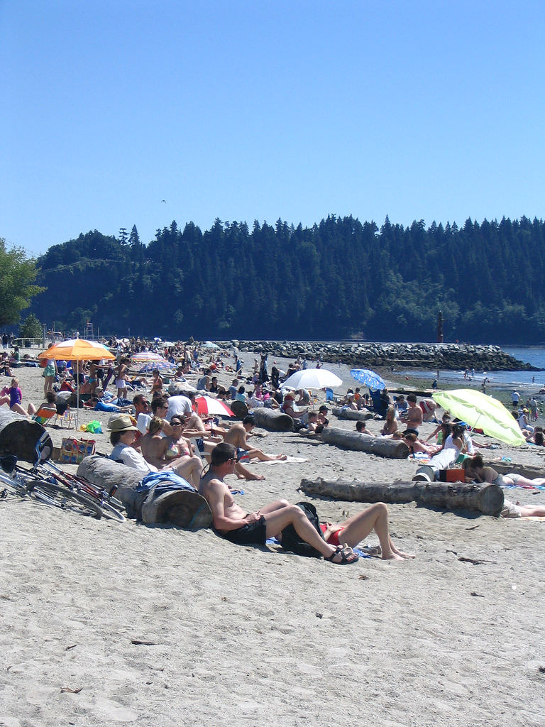 Vancouver Beaches - Ambleside Beach | www.rtwgirl.com