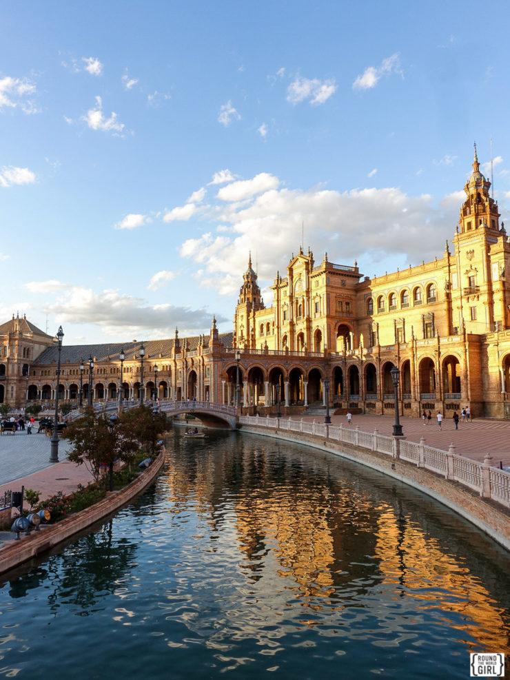 Plaza de Espana de Seville | www.rtwgirl.com