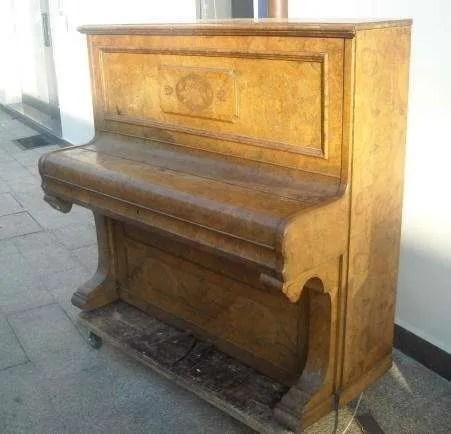 1. Pianoforte verticale Reogh, London 1890, prima del restauro