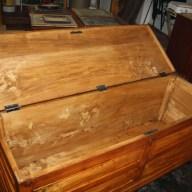 1. Immagini del restauro di una cassapanca in legno di pioppo inizi novecento