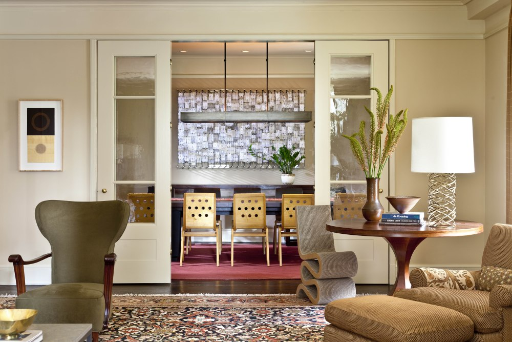 Glenn's designs most commonly incorporate fine art, a soothing palette and a combination of multi-cultural and historical objects and accessories. ------ PC cred GROSS+DALEY