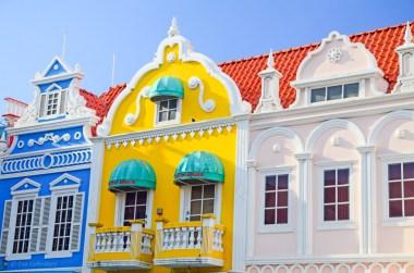 Oranjestads färgglada hus
