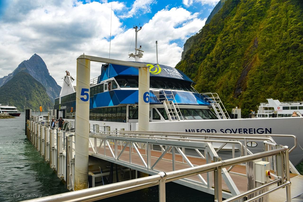 Kryssningsbåt i Milford Sound