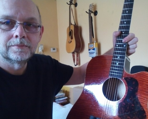 Bouwen akoestische gitaar foto en video