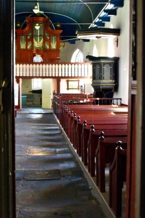 Interieur kerk Niehove (vanuit ingang)