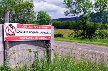 Gaz-de-schiste-panneau-Corcelles-Forages-hydrocarbures