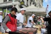 Les producteurs de viande de la région protestent devant le Mac Do à Bellecour, 19 février 2014. Crédit Pierre Maier.