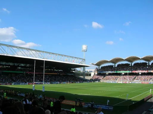 Stade de Gerland accueillant un match de rugby, crédits Wikimedia User TwoWings