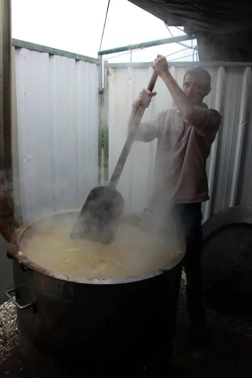 C'est le passage incontournable. La fameuse soupe aux choux. 500 couverts ont été servis. Crédit Damien Renoulet/ Rue89Lyon.
