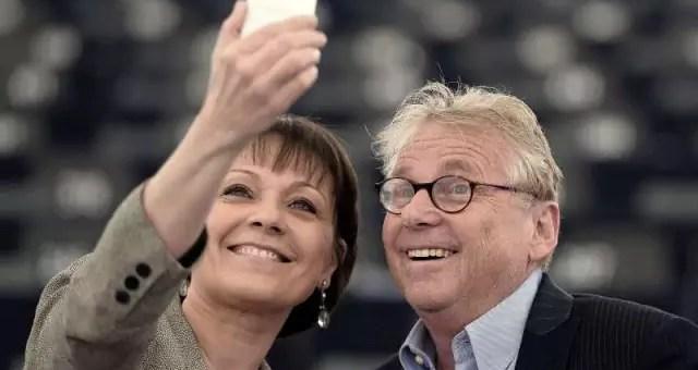 Le dernier selfie de l'eurodéputé Daniel Cohn-Bendit avec Sylvie Guillaume