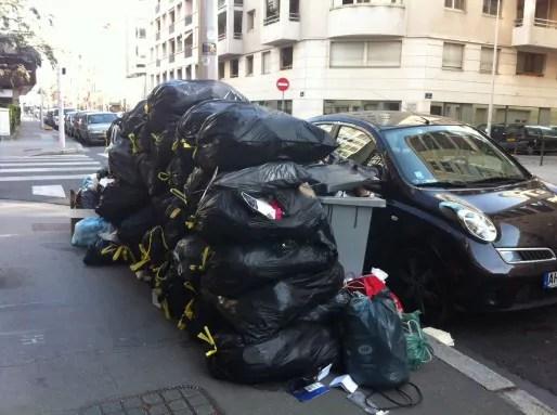 Un tas de poubelles à Lyon, pendant la grève des éboueurs de mars 2012. © DD/Rue89Lyon