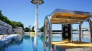 Un plongeoir suspendu au-dessus du bassin miroir de 50 mètres dans le centre nautique du Rhône. ©Matthieu Beigbeder/Rue89Lyon.
