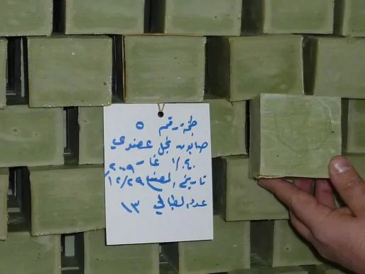 Les savons de l'entreprise Najal à Villeurbanne, tout droit arrivés d'Alep, non sans encombres. © L.A./Rue89Lyon.