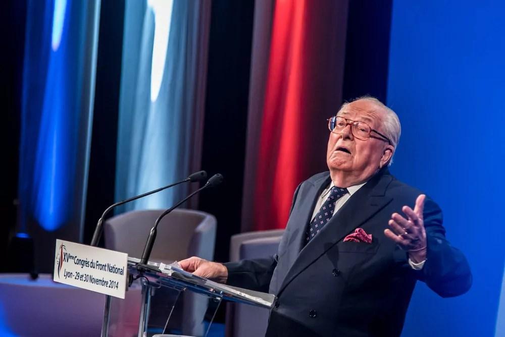 Jean-Marie Le Pen à la tribune lors de l'ouverture du 15è congrès du FN, à Lyon, le 29 novembre 2014. Crédit : FCaterini-Inediz/Rue89Lyon.