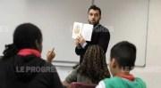 Séance de lecture en petit groupe pour les élèves de 6e au collège Aimé-Césaire à Vaulx-en-Velin Leprogres credit Joël Philippon