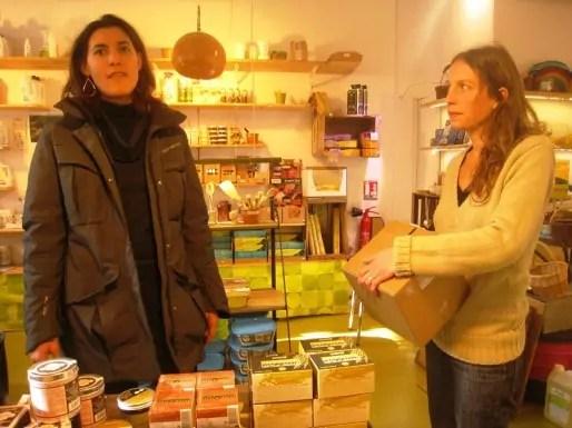 Alter et Terre et Le Biocal, avec plusieurs fournisseurs en commun, partagent les colisages et les frais de port. « C'est une manière de prendre moins de risques », partage Céline Ambrosetti, d'Alter et Terre. Malgré ce genre d'astuces, elles vont bientôt fermer boutique. Crédit : Adeline Charvet/Rue89Lyon.