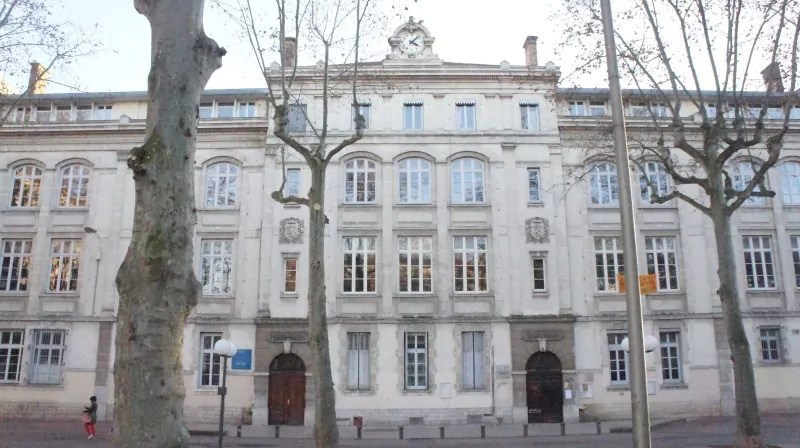 Collège Raoul Duffy place Guichard. Crédit Guillaume Bernard/Rue89Lyon