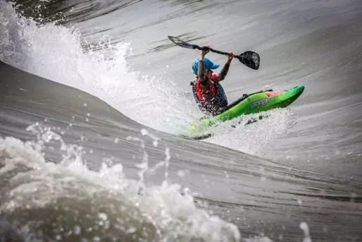 Tom Dolle, étoile du kayak freestyle / Crédits : Gilles Reboisson, tous droits réservés