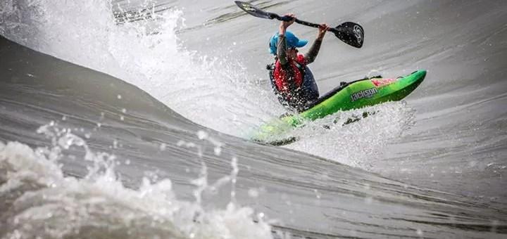 Hawaii sur Rhône : un site «mythique» de kayak freestyle à Lyon
