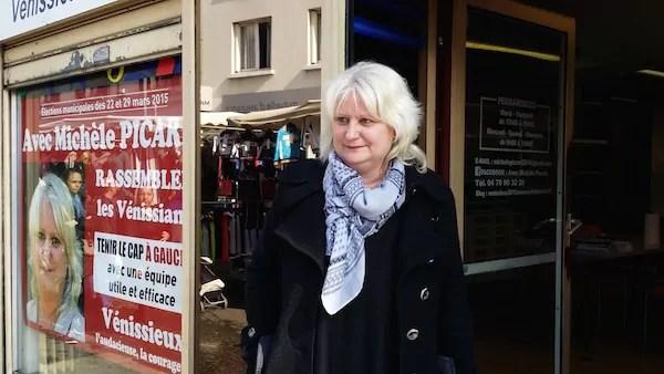 La maire sortante (PCF) Michèle Picard devant le local de campagne. ©LB/Rue89Lyon