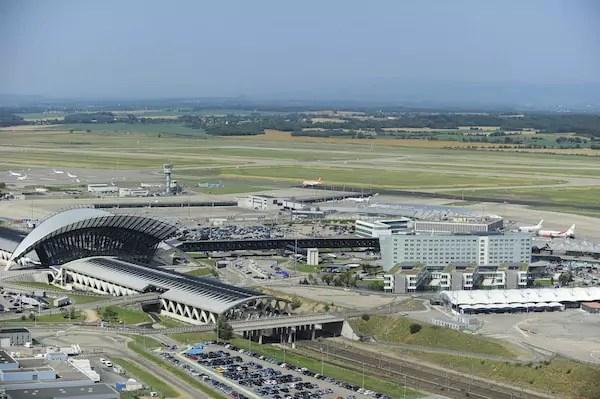 Course-poursuite à l'aéroport de Lyon, une voiture s'introduit sur les pistes