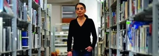 Sylvie Tomolillo, directrice du Point G, le centre de ressources sur le genre de la Bibliothèque municipale de la Part-Dieu à Lyon. Crédit : Olivier Chassignole.