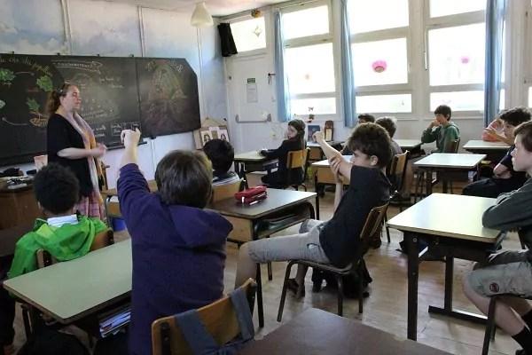 Les anecdotes de chaque élève nourrissent le déroulement du cours (crédit : LM / Rue89Lyon©)