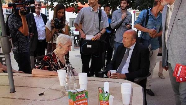 Au premier jour de canicule, Gérard Collomb en visite dans une maison de retraite