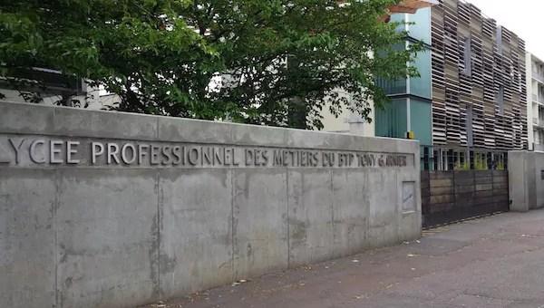Portiques devant les lycées : la FCPE dénonce un «climat policier» instauré par Laurent Wauquiez