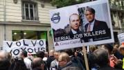 Pancartes de salariés de Renault Trucks ©LB/Rue89Lyon