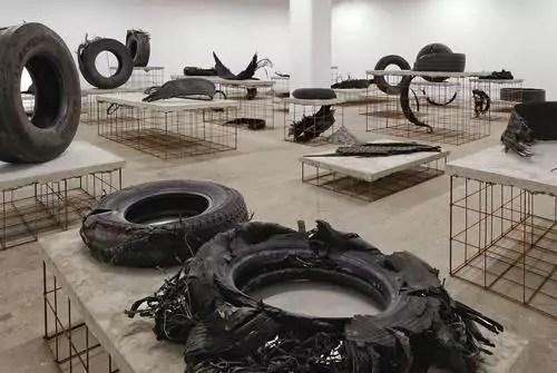 L'oeuvre de Mike Nelson exposée durant cette Biennale
