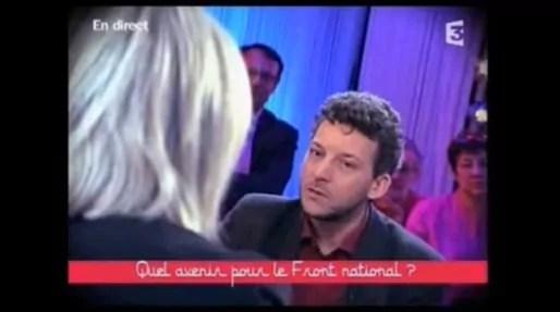 """Erwan Lecoeur face à Marine Le Pen dans l'émission """"Ce soir ou jamais"""" sur France 2, en novembre 2012."""