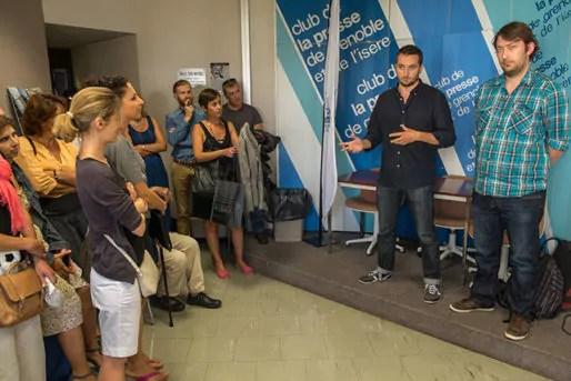 Enzo Lesourt et Stéphane Bieganski, collaborateur de la majorité municipale grenobloise lors d'une présentation au Club de la Presse de Grenoble et de l'Isère. Crédit : JM Francillon/CdP38