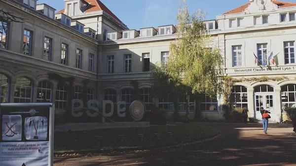 La cour de l'ESPE sur le plateau de la Croix-Rousse à Lyon. ©LB/Rue89Lyon