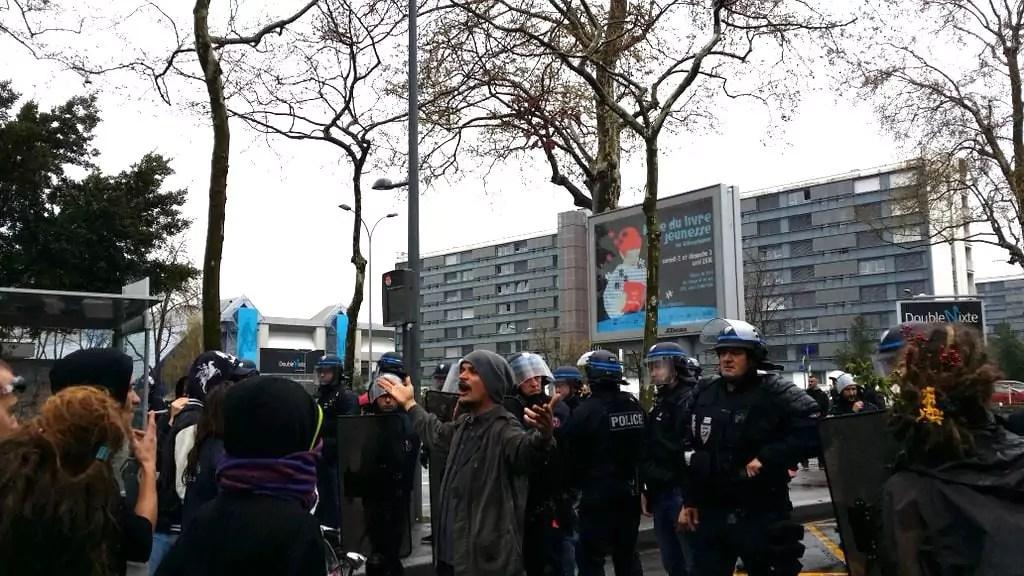A quelques centaines de mètres de la Doua, le terme de la manifestation lyonnaise du 5 avril contre la loi travail. ©LB/Rue89Lyon.