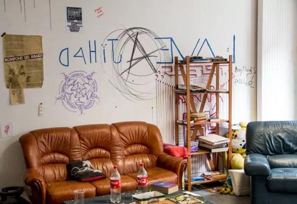 Au-dessus des hangars, l'Oblik dispose d'une cuisine et d'un salon pour que les habitants puissent passer des moments ensemble.