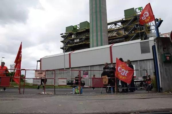 L'usine est encore en activité, mais aucun camion ne peut passer. ©SS Rue89Lyon