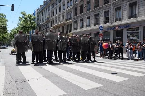 Les policiers ont remplacé les cages de foot.©SS/Rue89Lyon