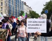 Une pancarte lors de la 10ème manifestation contre la loi travail à Lyon, le 26 mai. Ce sont les propos tenus par le réalisateur Ken Loach lors de la remise de la dernière Palme d'or à Cannes. ©LB/Rue89Lyon