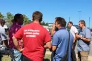 Les agriculteurs se sont rassemblés devant Carrefour à Ecully. © Amélie James/Rue89 Lyon