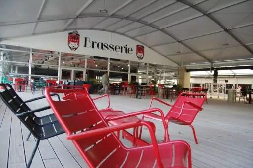 La brasserie du LOU Rugby dans le nouvel espace de réception dans l'enceinte du Matmut Stadium. Photo BE/Rue89Lyon