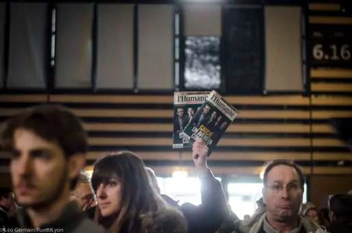 """Vente du journal """"L'Humanité"""" au meeting de Jean Luc Mélanchon le 5 février 2017 à Eurexpo à Lyon. ©Léo Germain/Rue89Lyon"""