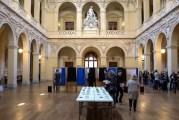 Salle de la Corbeille, dans le 2è arrondissement de Lyon. Opération de vote. © Thomas Bernardi