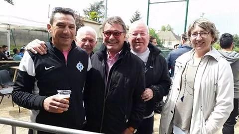 Renaud Gauquelin (lunettes rouges) en campagne. Capture d'écran Facebook
